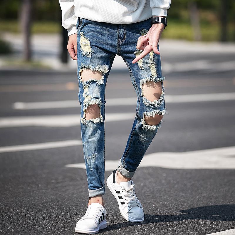 quần jean rách món đồ không nên mặc tới công sở