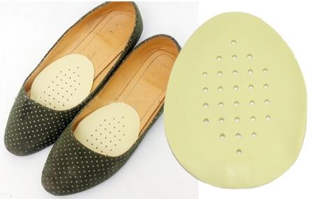 Sử dụng miếng lót giày phù hợp khử mùi hôi