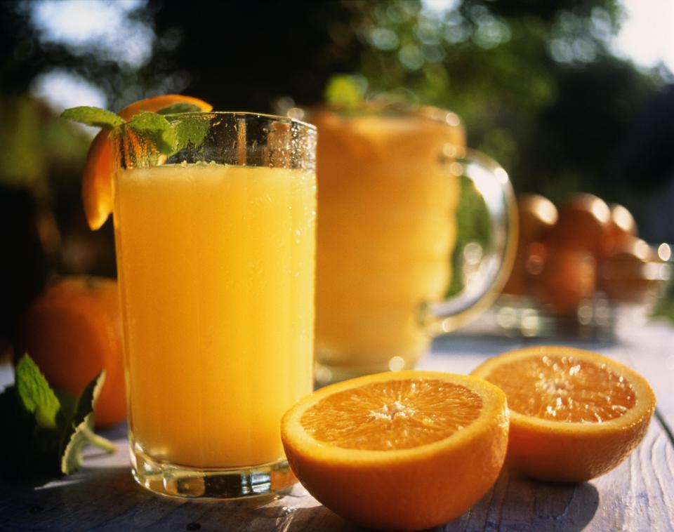 4.Giã rượu bia nhanh bằng nước cam