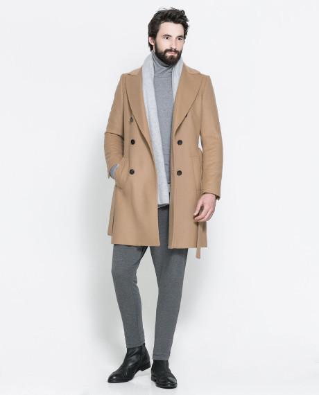phối áo len cổ lọ với măng tô cho người thấp
