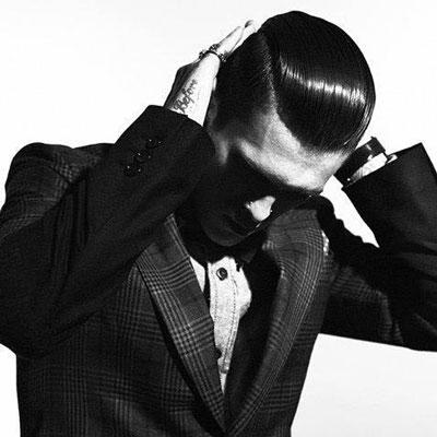 """Dùng pomade để tạo các kiểu tóc nam """"kinh điển"""""""