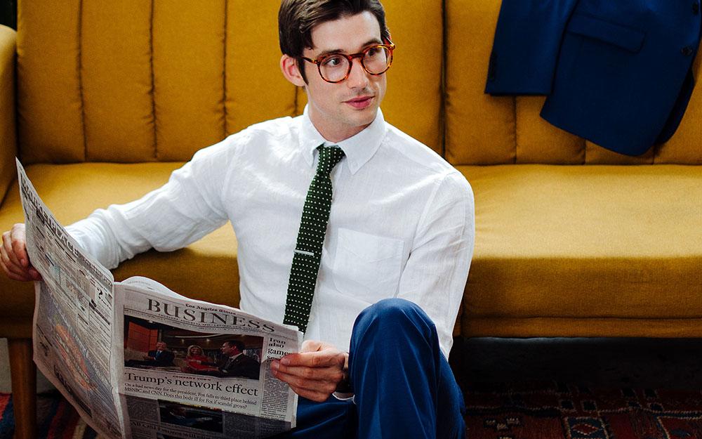 Màu cà vạt phù hợp với áo sơ mi màu trơn