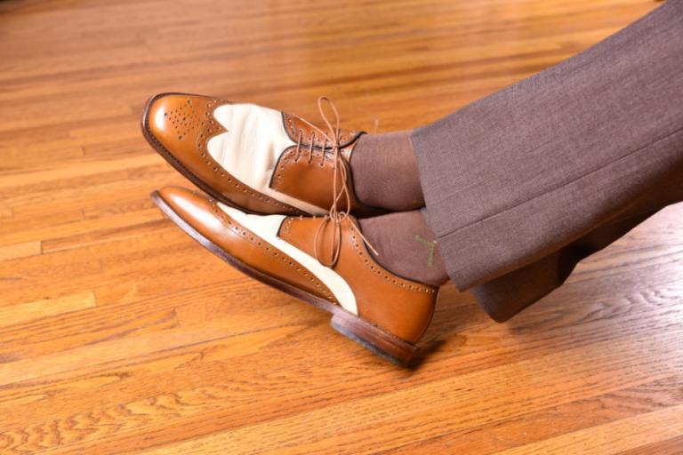 """Giày đen đi tất màu gì: Mua sao cho đúng? Phối sao cho """"chuẩn""""?"""