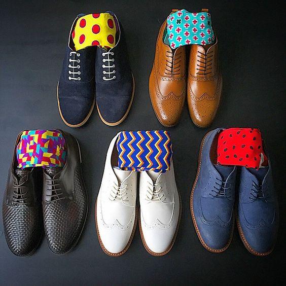 Giày đen đi tất màu gì: