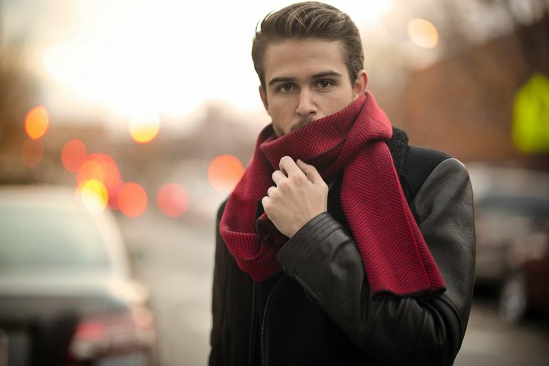 """6 cách quàng khăn đẹp cho nam: Phẩm chất """"Quý ông""""! (+Sản phẩm gợi ý)"""