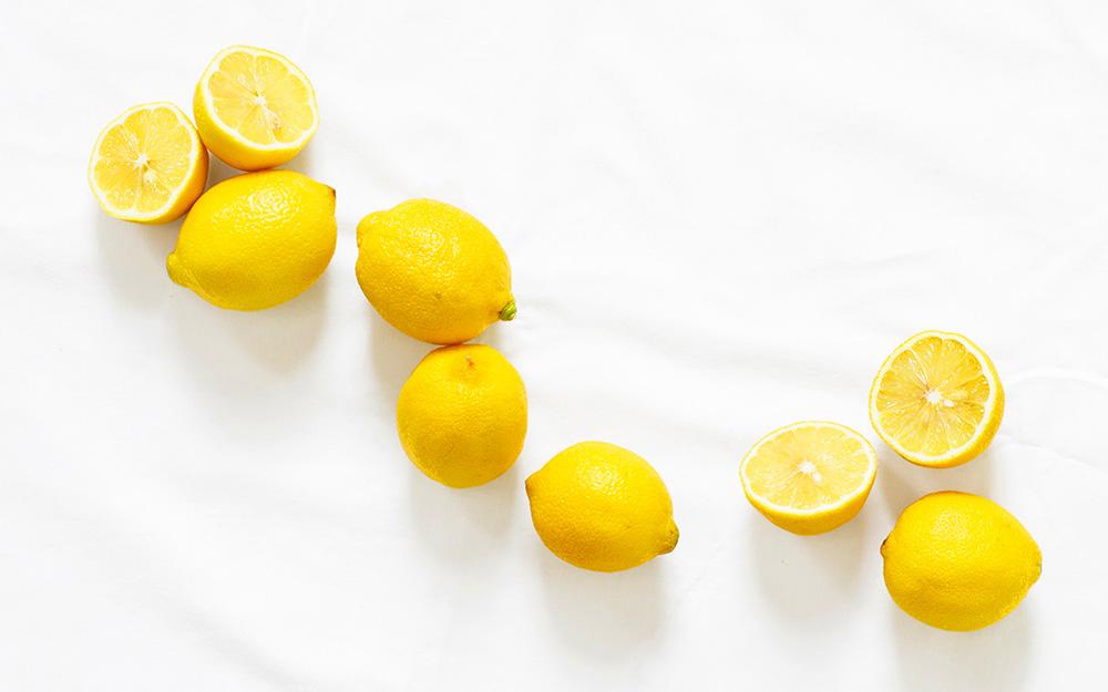 cách tẩy vết ố vàng trên quần áo trắng
