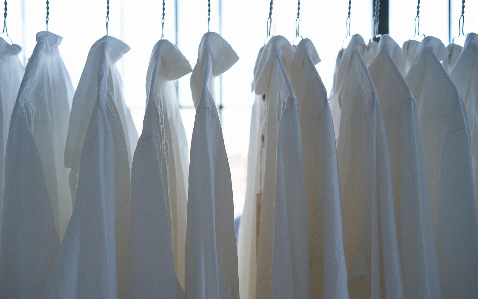 10 cách tẩy vết ố vàng trên quần áo trắng: Hiệu quả 100%! Áp dụng ngay!