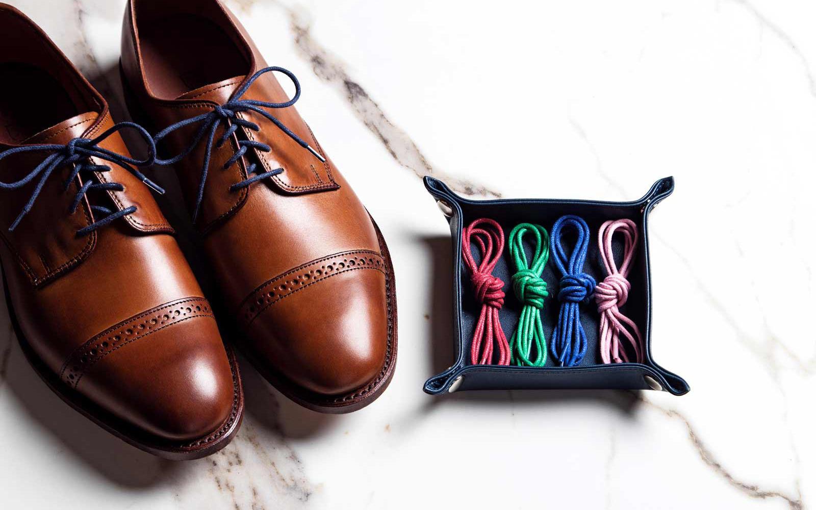 Cách buộc dây giày tây nam: 3 kiểu thắt đẹp – nhanh – dễ nhất!