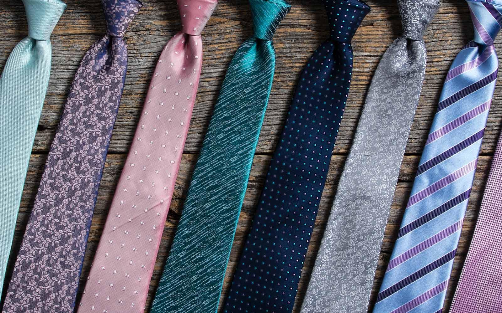 """Cách giặt cà vạt: Cẩm nang """"quý ông"""" phải biết!"""