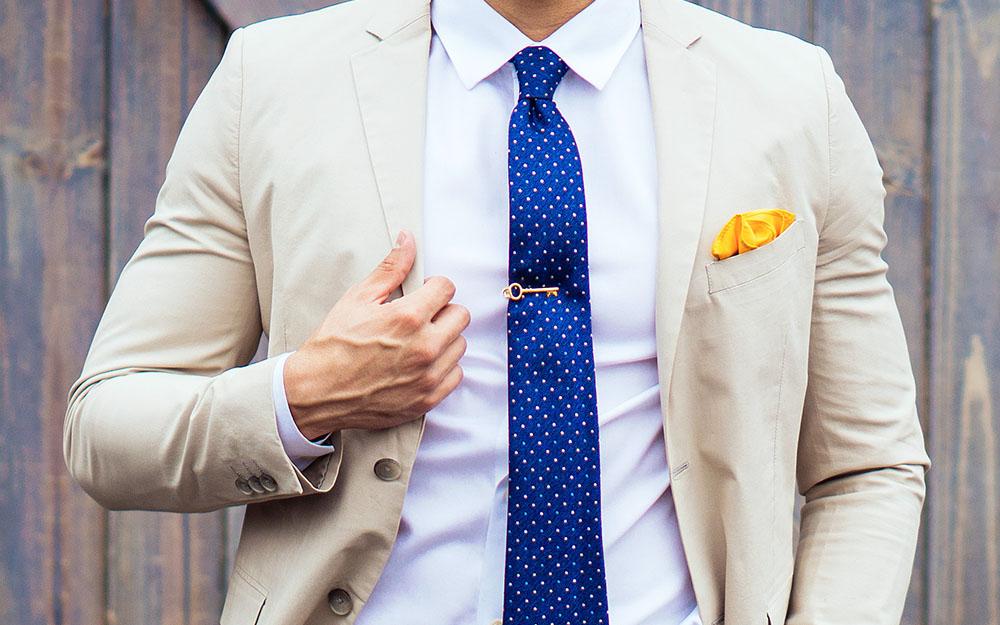 Chọn cà vạt cho áo sơ mi xanh để chàng thành fashionista (+Sản phẩm gợi ý)
