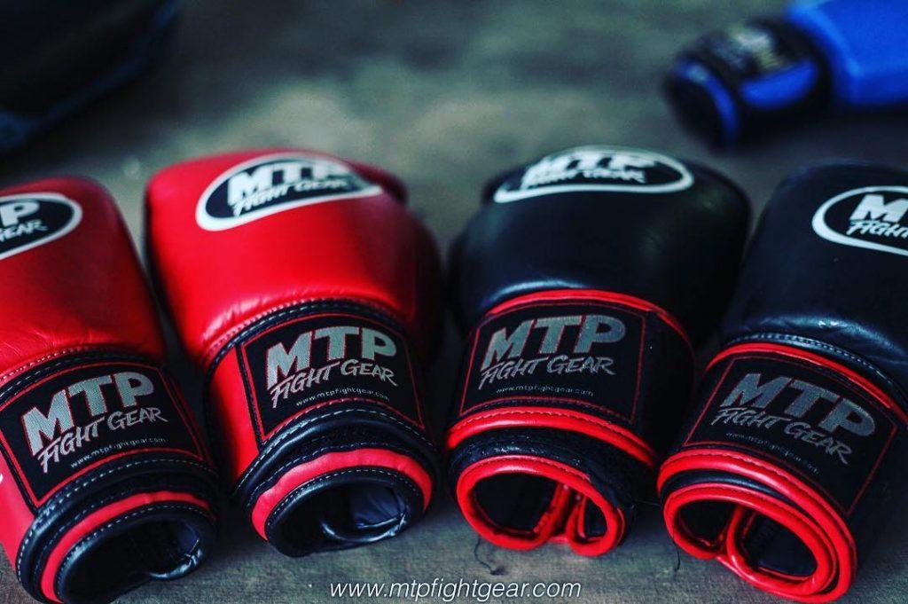 găng tay tập luyện Muay Thái
