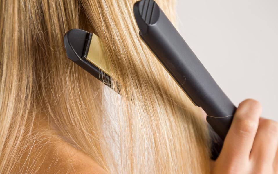 Tại sao tóc bạn lại bị rễ tre?